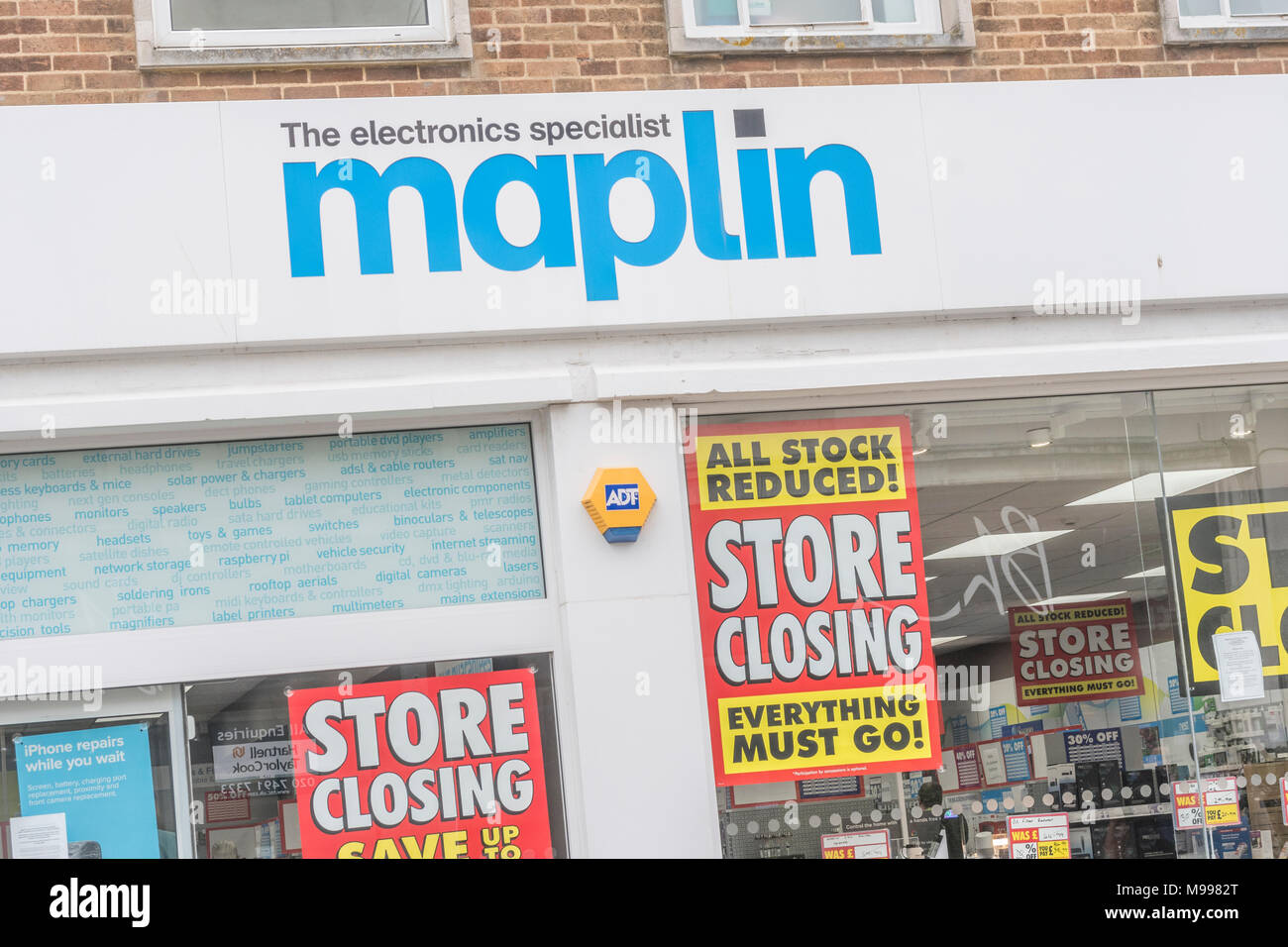 Maplin Plymouth after announcing all stores closing. Metaphor - struggling retailers, high street crisis, company administration, death of high street - Stock Image