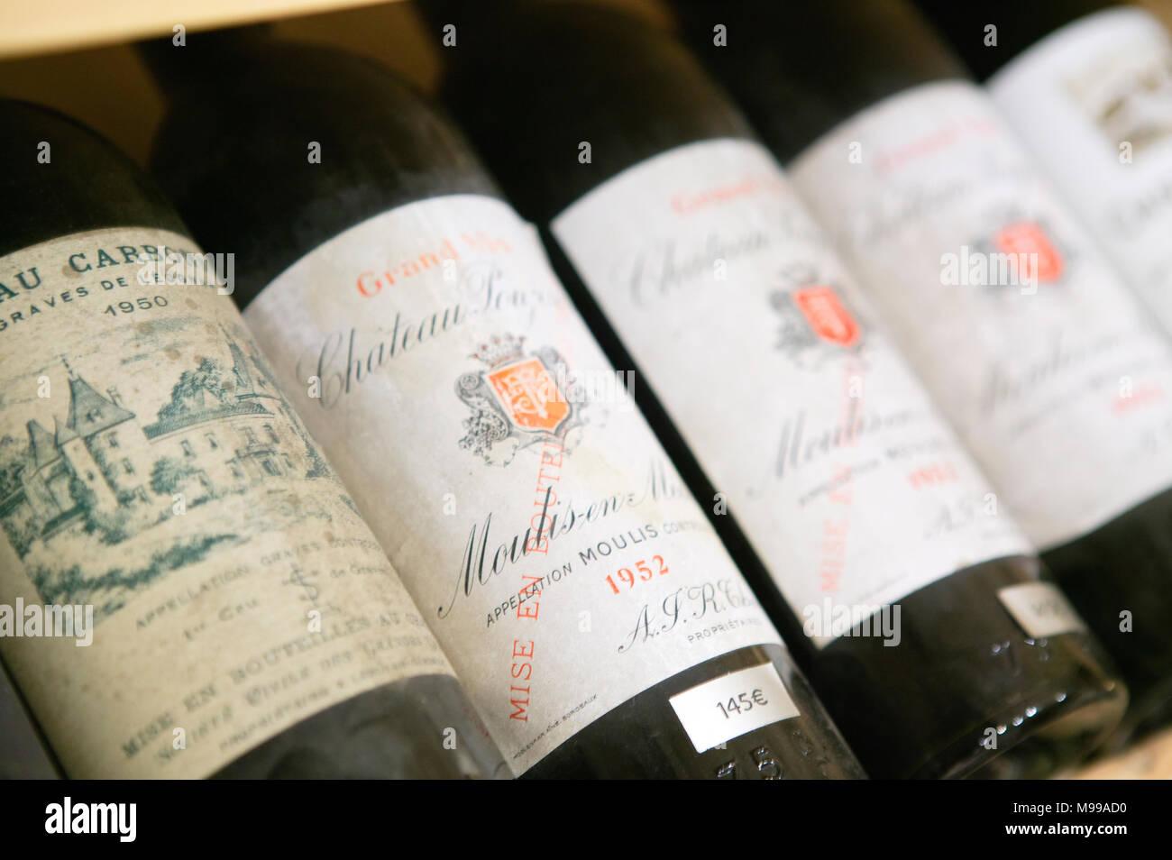 Vins de Prestige Rue Gaudet St Emilion Gironde Nouvelle-Aquitaine France - Stock Image