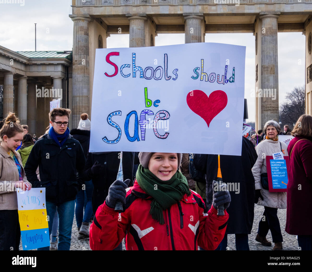 Germany, Berlin-Mitte, Brandenburg Gate, 24th March 2018. Germans and Americans assembled at the Pariser Platz today to show solidarity with the Parkland students and those affected by gun violence. World-wide marches today supported better gun control laws in America. The Berlin demonstration was co-organized by the Democrats Abroad Berlin and American Voices Abroad. Credit: Eden Breitz/Alamy Live News Stock Photo