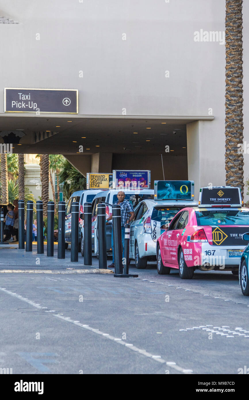 Taxicab Line at The Luxor Hotel, Resort and Casino in Las Vegas, Nevada. - Stock Image
