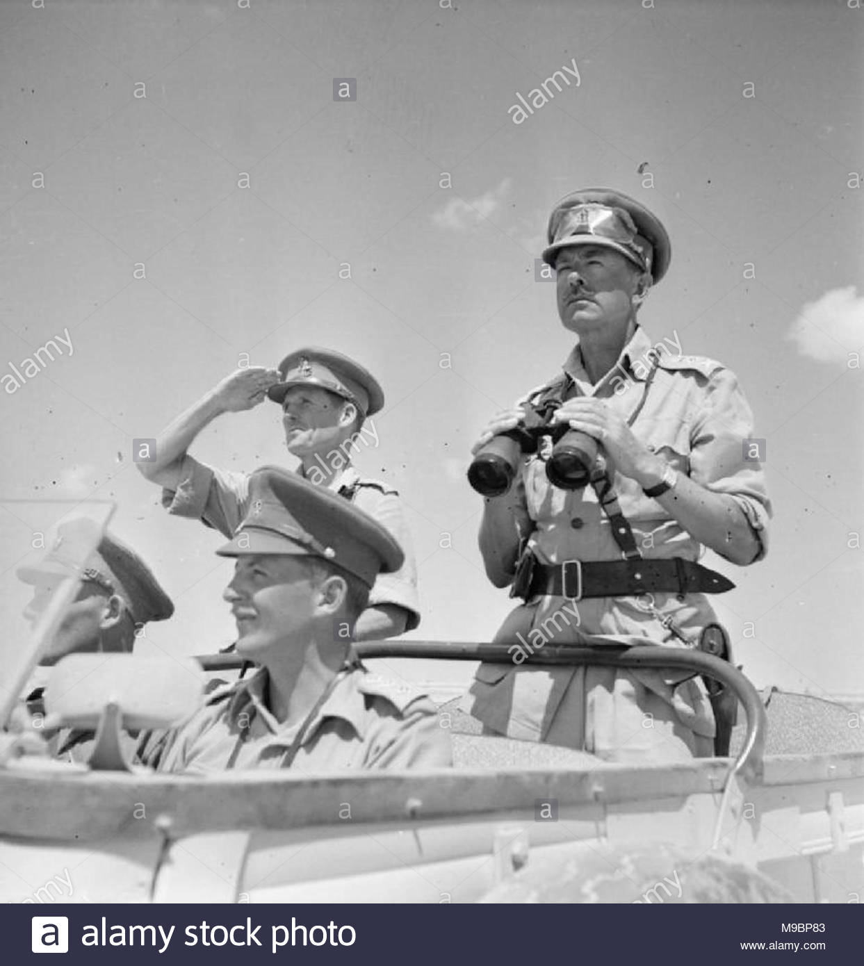 The Campaign in North Africa 1940-1943- Personalities General the Hon Sir Harold Alexander as Commander-in-Chief, Middle East, surveys the battlefront with Major General Harding from an open car. - Stock Image