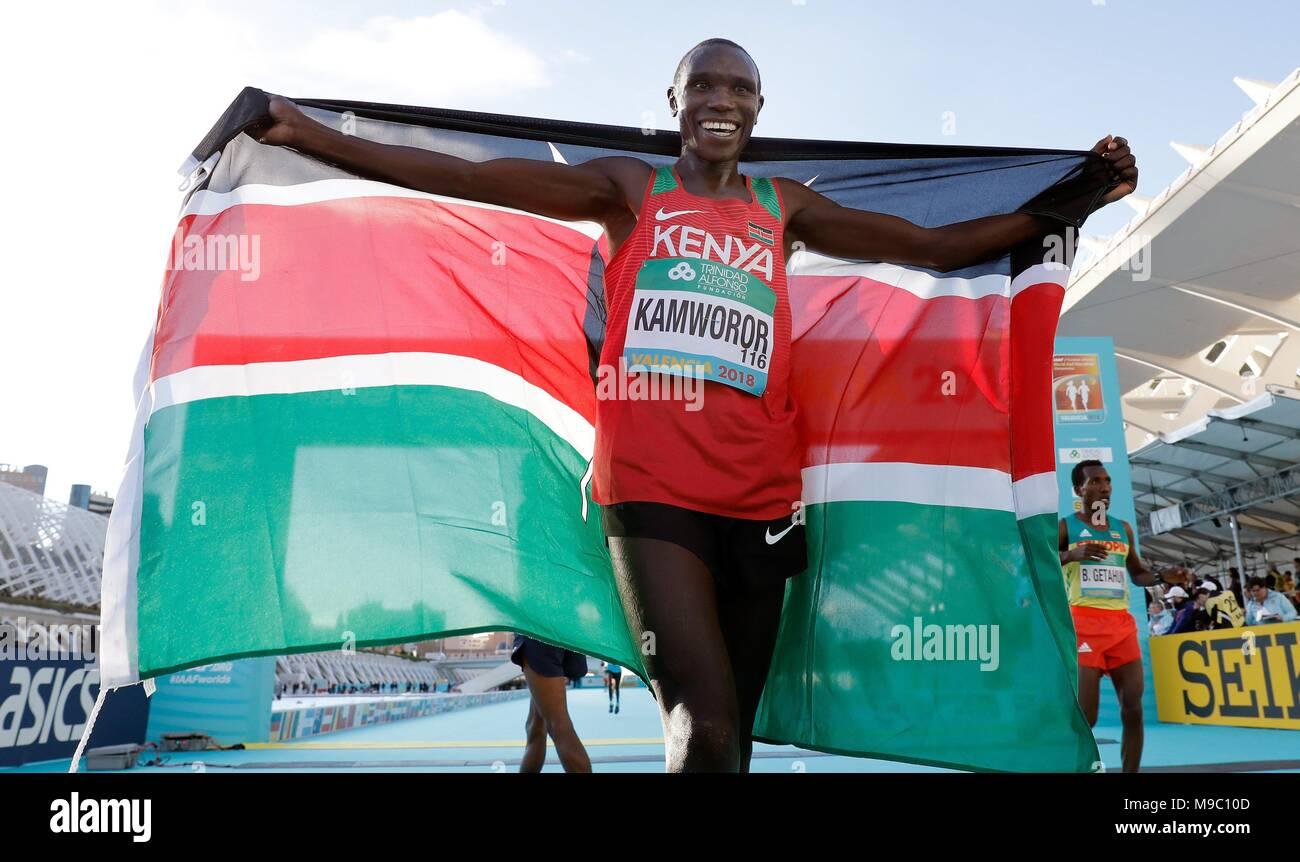 Kenyan athlete Geoffrey Kamworor celebrates as he wins the International Association of Athletics Federations (IAAF) Men's World Half Marathon Championships 2018 in Valencia, eastern Spain, 24 March 2018. EFE/JUAN CARLOS CARDENAS - Stock Image