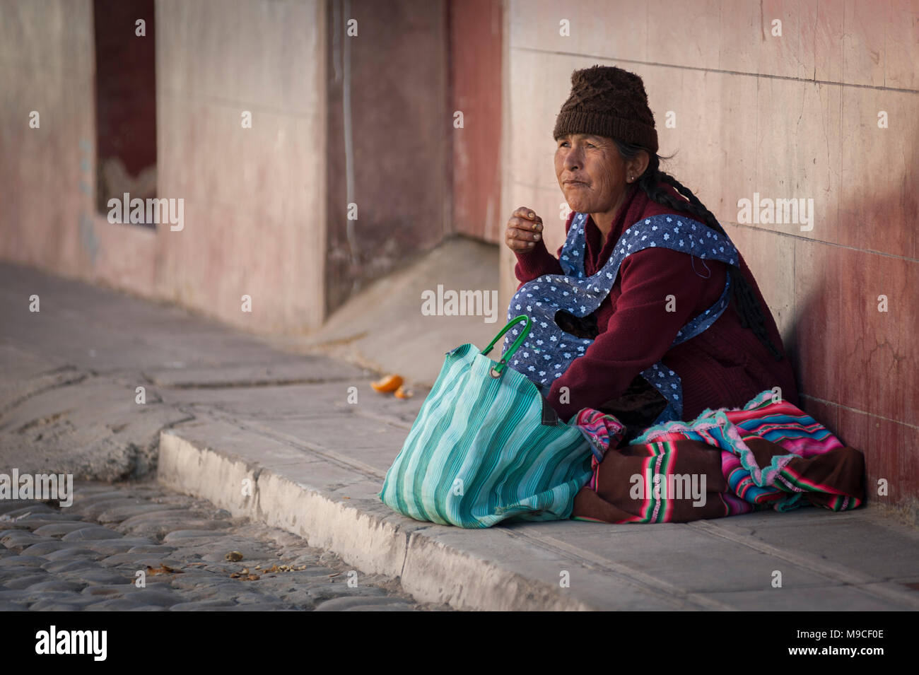Unidentified indigenous native Quechua woman with traditional tribal clothing and hat, at the local Tarabuco Sunday Market, Bolivia - South America - Stock Image