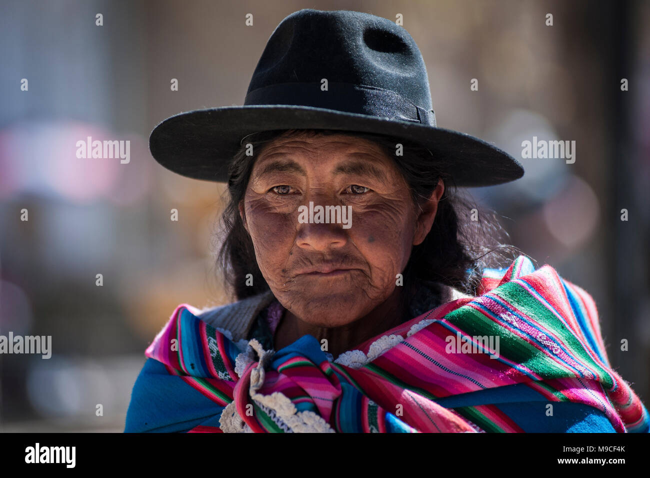 Unidentified indigenous native Quechua woman with traditional tribal clothing and hat, at the Tarabuco Sunday Market, Bolivia - Stock Image
