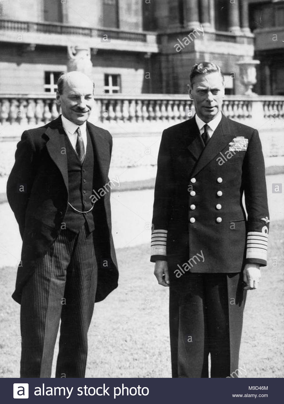 British Political Personalities 1936-1945 The 1945 General Election: King George VI standing with the Labour Prime Minister, Clement Attlee, in the grounds of Buckingham Palace, London. - Stock Image