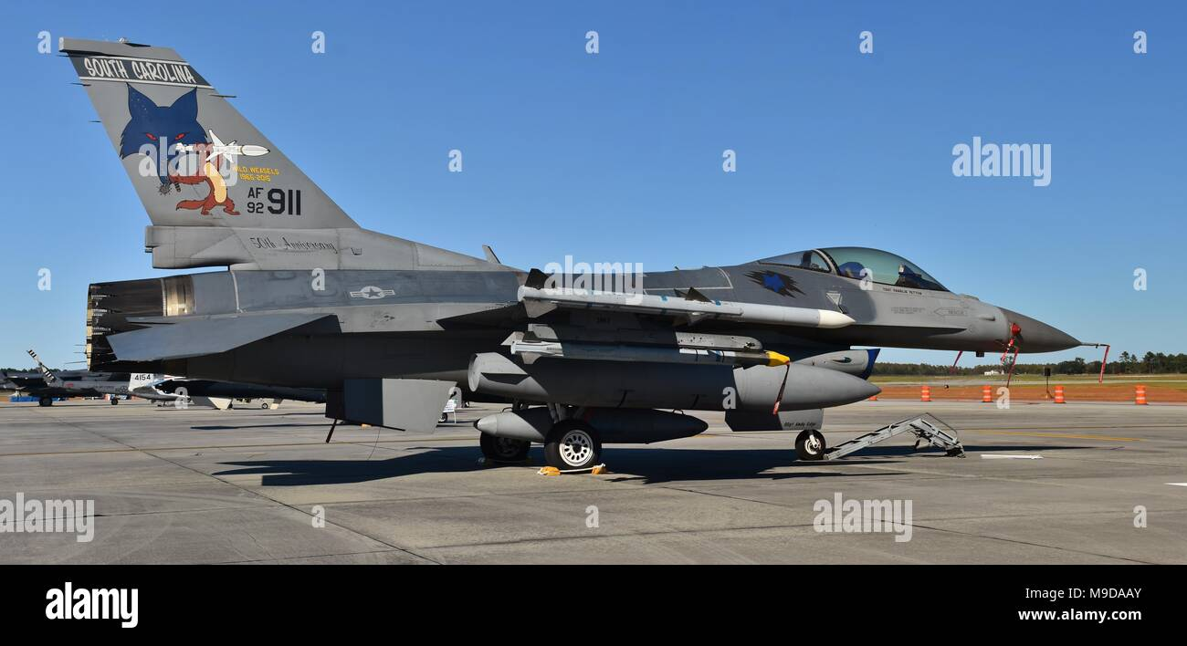 An Air Force F-16 Viper - Fighting Falcon on a runway at Moody AFB. The Block 52 F-16C/D belongs to the South Carolina Air National Guard 169th FW - Stock Image