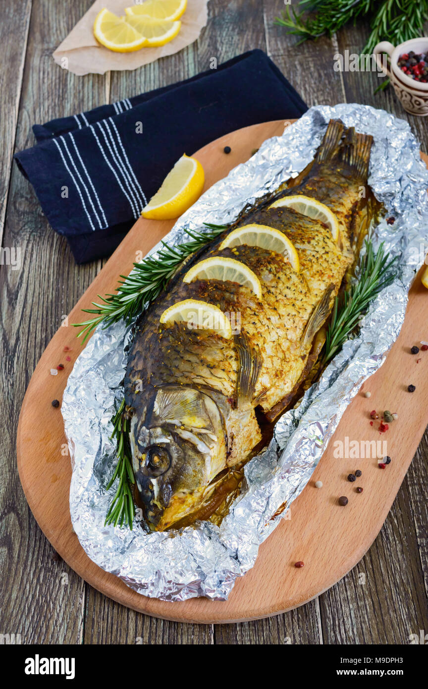 Carp in foil in the oven - fast, tasty and useful
