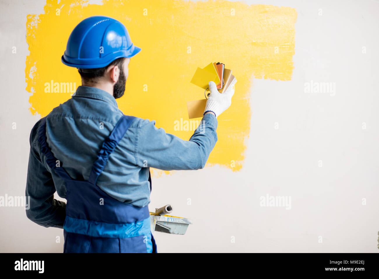 Painter comparing colors - Stock Image