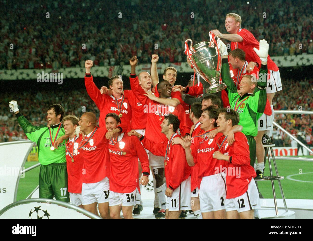Stadium Camp Nou Barcelona Spain 2651999 UEFA Champions League Final Manchester United Vs FC Bayern Munich 21 Team Present The