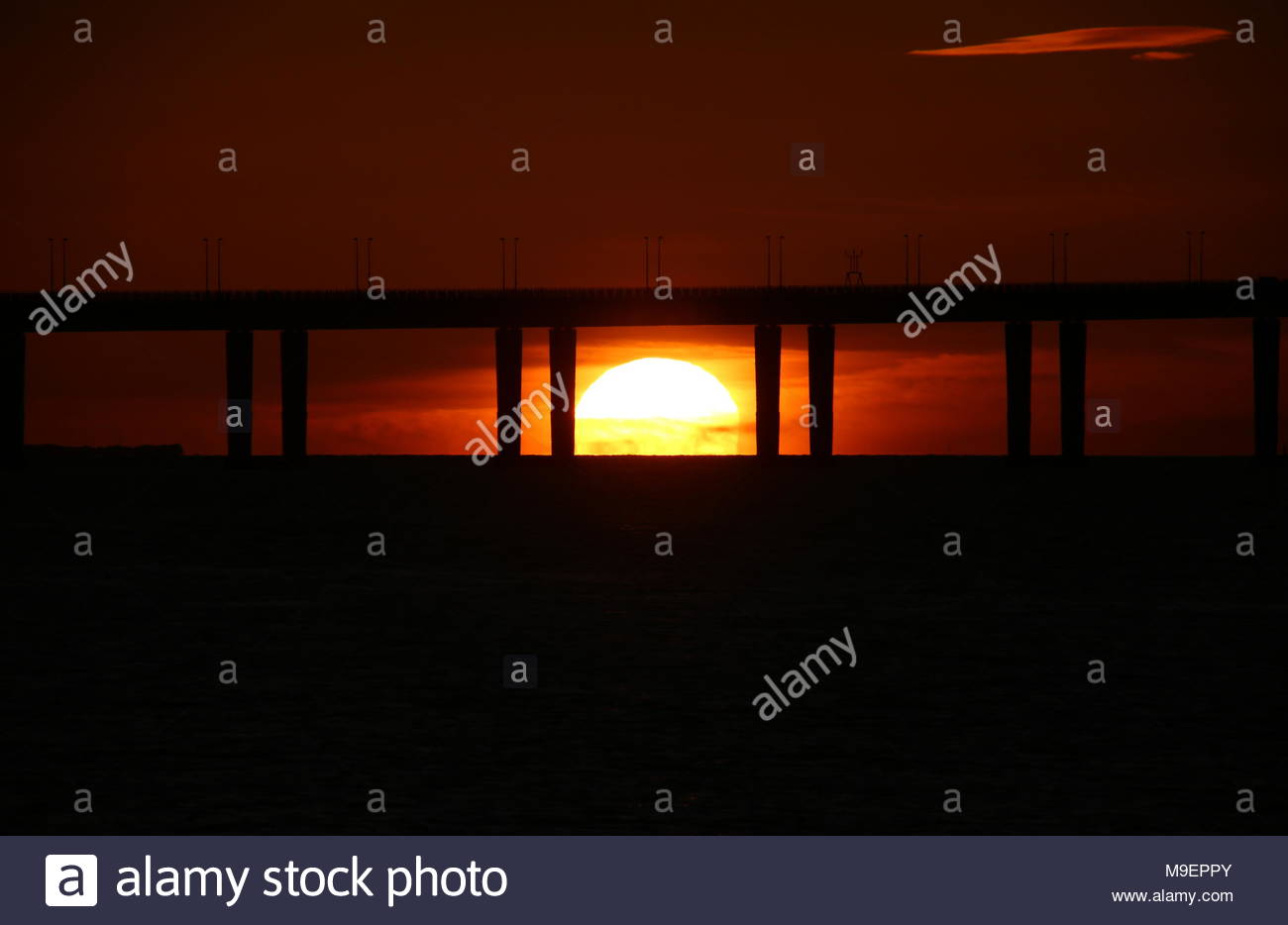 Dundee, UK. 25th March 2018. A glorious start to the first day of British Summer Time. Sunrise at the Tay Road Bridge Dundee Uk.  © Stephen Finn/Alamy Live News - Stock Image
