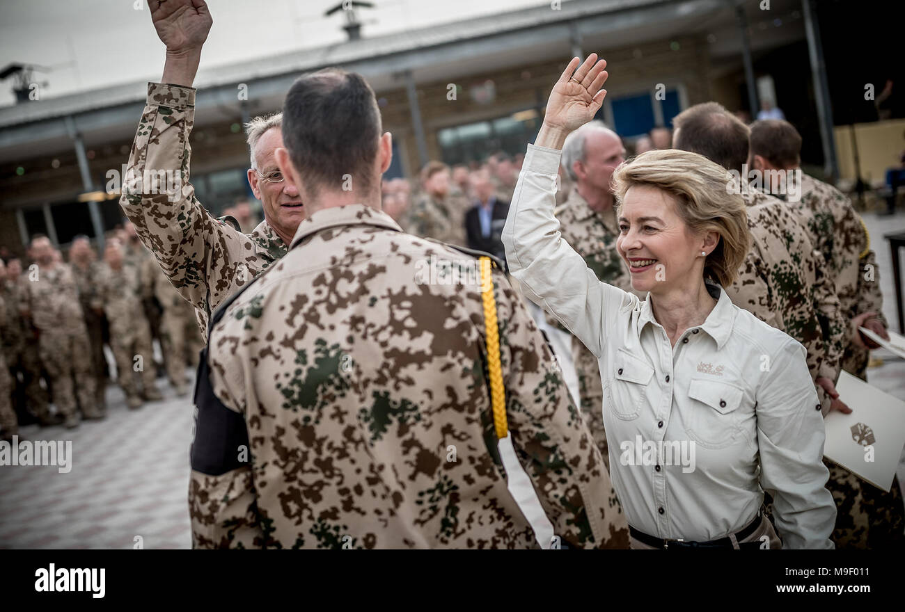 Mazar-i-Sharif, Afghanistan, 25 Mar 2018.  German Defence Minister Ursula von der Leyen of the Christian Democratic Union (CDU) congratulates General Wolf-Juergen Stahl (l, half-hidden) on his promotion. Traditionally, promotions are celebrated with a vigorous tap on the shoulder. Photo: Michael Kappeler/dpa Pool/dpa - Stock Image