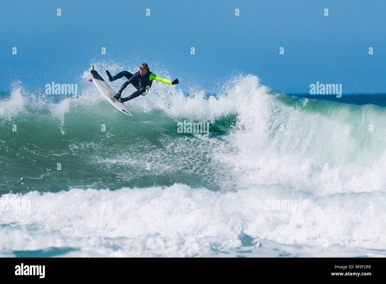 Newquay, Cornwall, UK. 25th March 2018. Spectacular surf action and superb weather conditions at Fistral in Newquay, Cornwall. Credit: Gordon Scammell/Alamy Live News - Stock Image