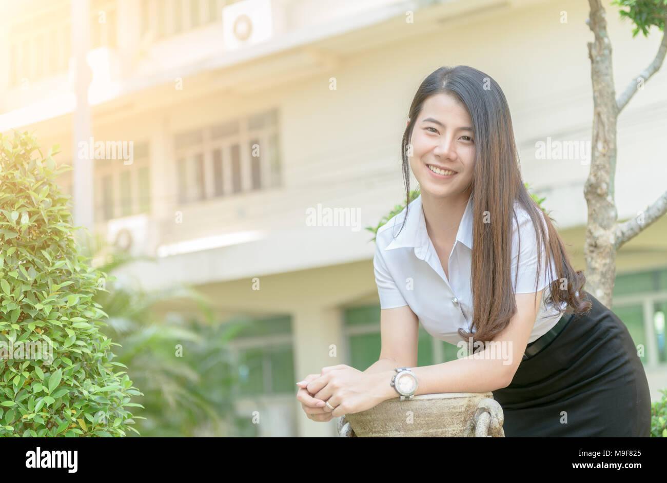 Japansk kvindelig, der giver fredstegn Arkivfoton japansk kvindelig, der giver fredstegn-2585