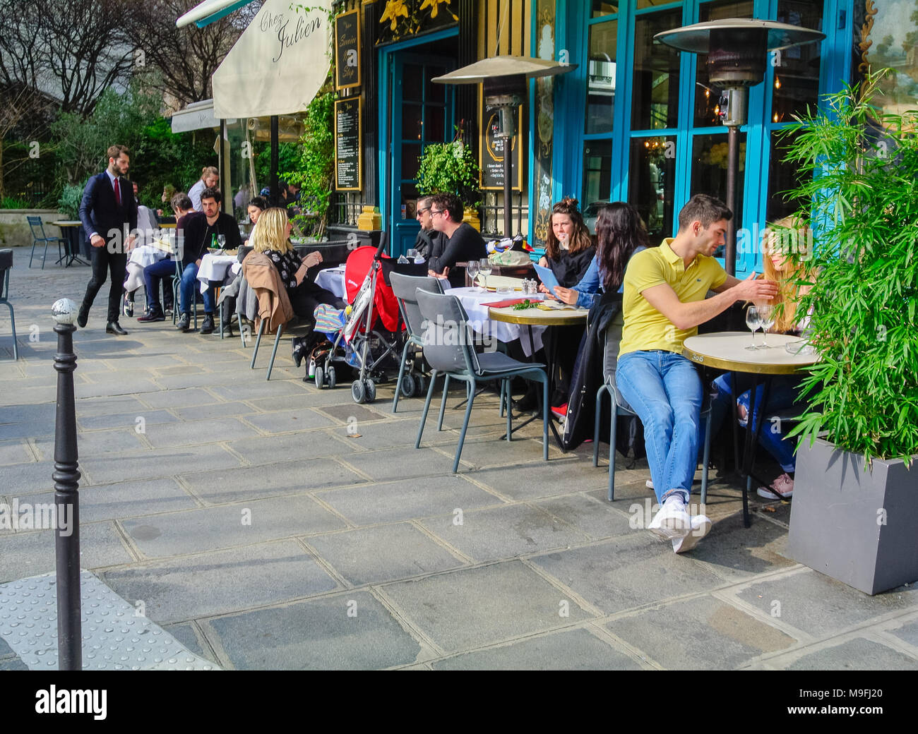 French people at cafe, Paris, France - Stock Image