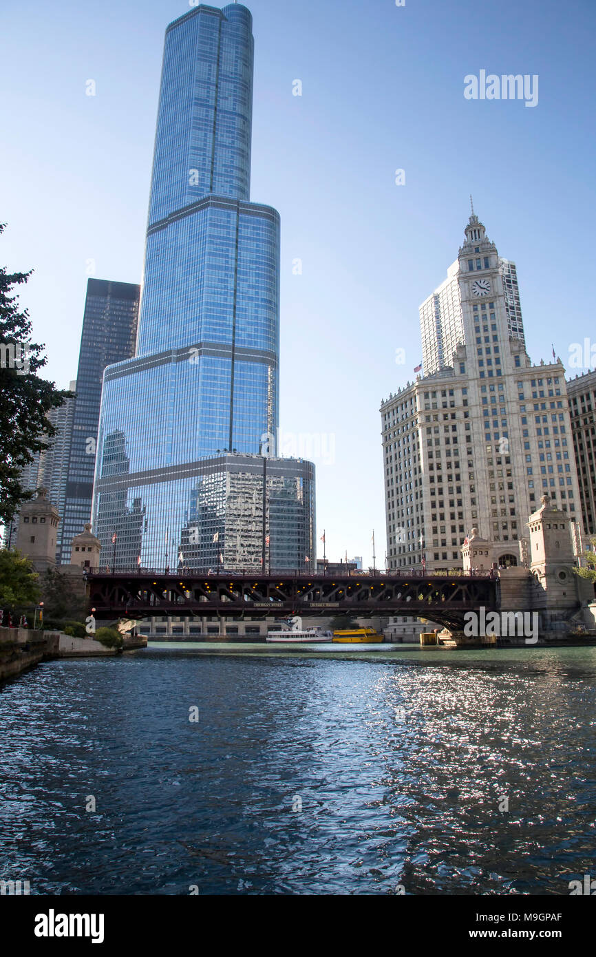 Chicago downtown and the Michigan Avenue Bridge (officially DuSable Bridge) - Stock Image