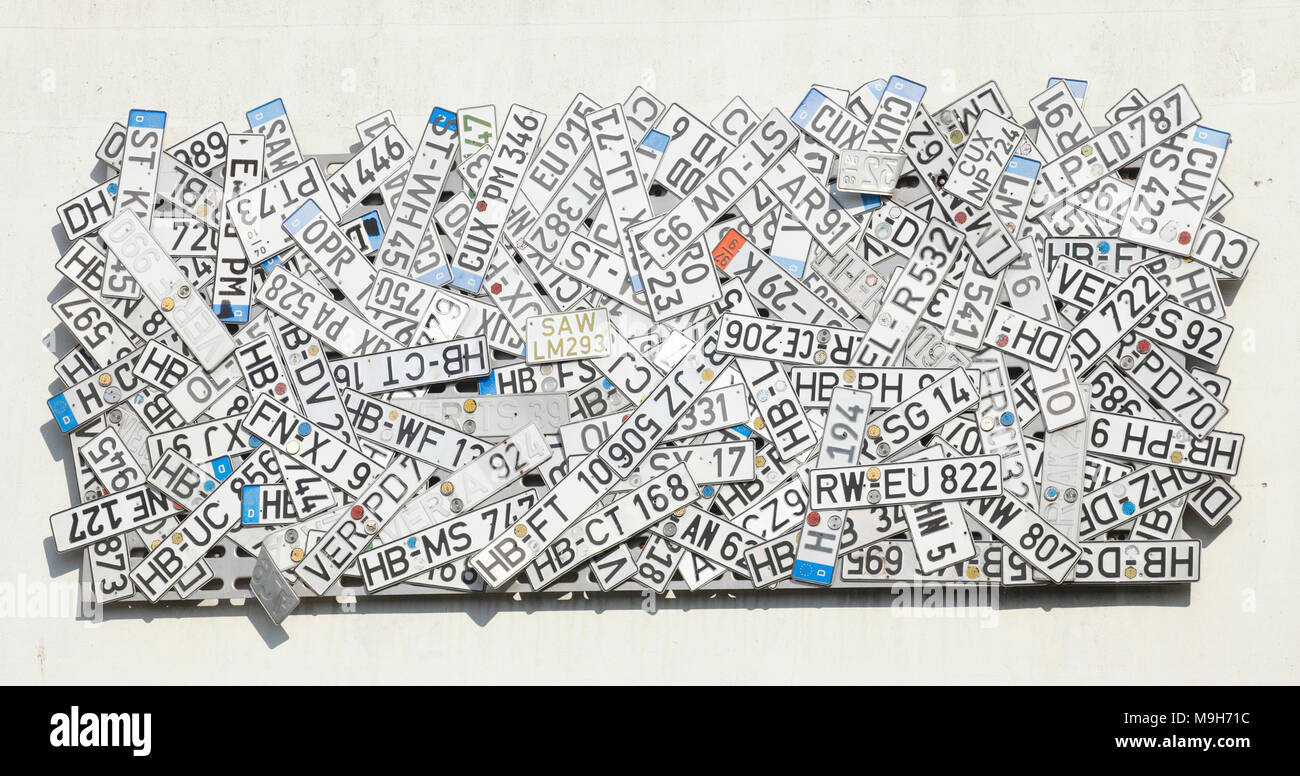 Old license plate on a wall hung on a junkyard, Bremen, Germany, Europe  I  Alte KFZ-Kennzeichen an einer Wand aufgehängt auf einem Schrottplatz, Brem - Stock Image