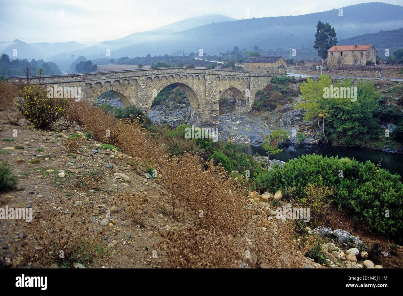 Old genoese stone bridge over the Tavignano river, Calacuccia, Corsica, France, Mediterranean, Europe - Stock Image