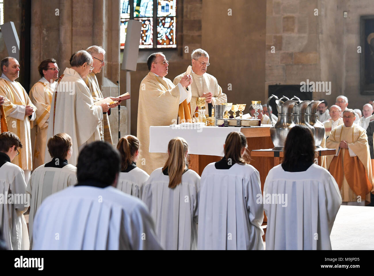 27 March 2018, Germany, Erfurt: An oil consecration mass taking place at the Erfurt Cathedral with suffragan bishop Reinhard Hauke (6-L) and bishop Ulrich Neymeyr (5-L). The bishop celebrates mass with priests of his diocese. The anointment with oil is intended to express an abundance of blessings, power and healing. Photo: Jens Kalaene/dpa - Stock Image