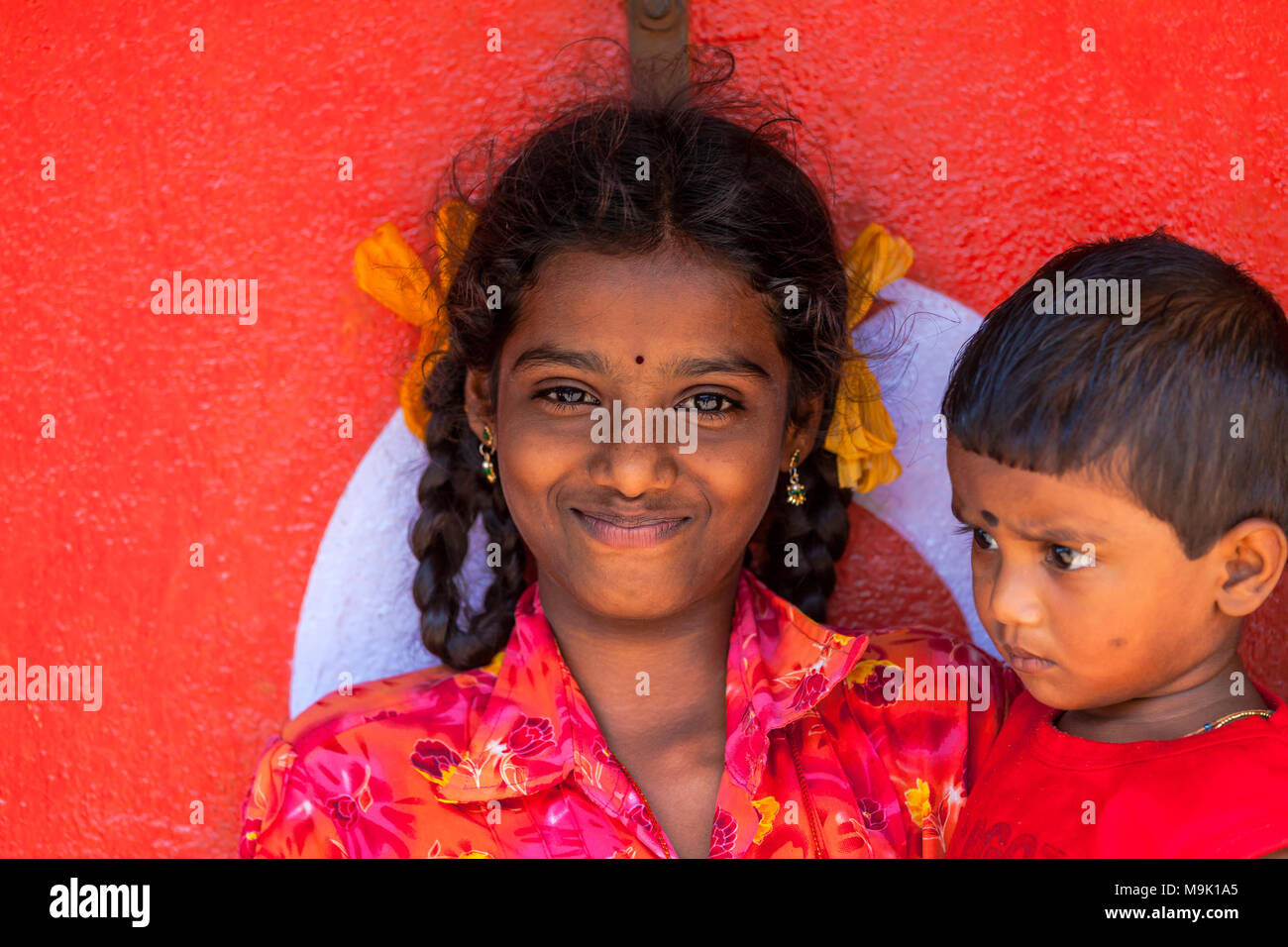 Young girl with her little brother, in Athoor village, Tamil Nadu, India. - Stock Image