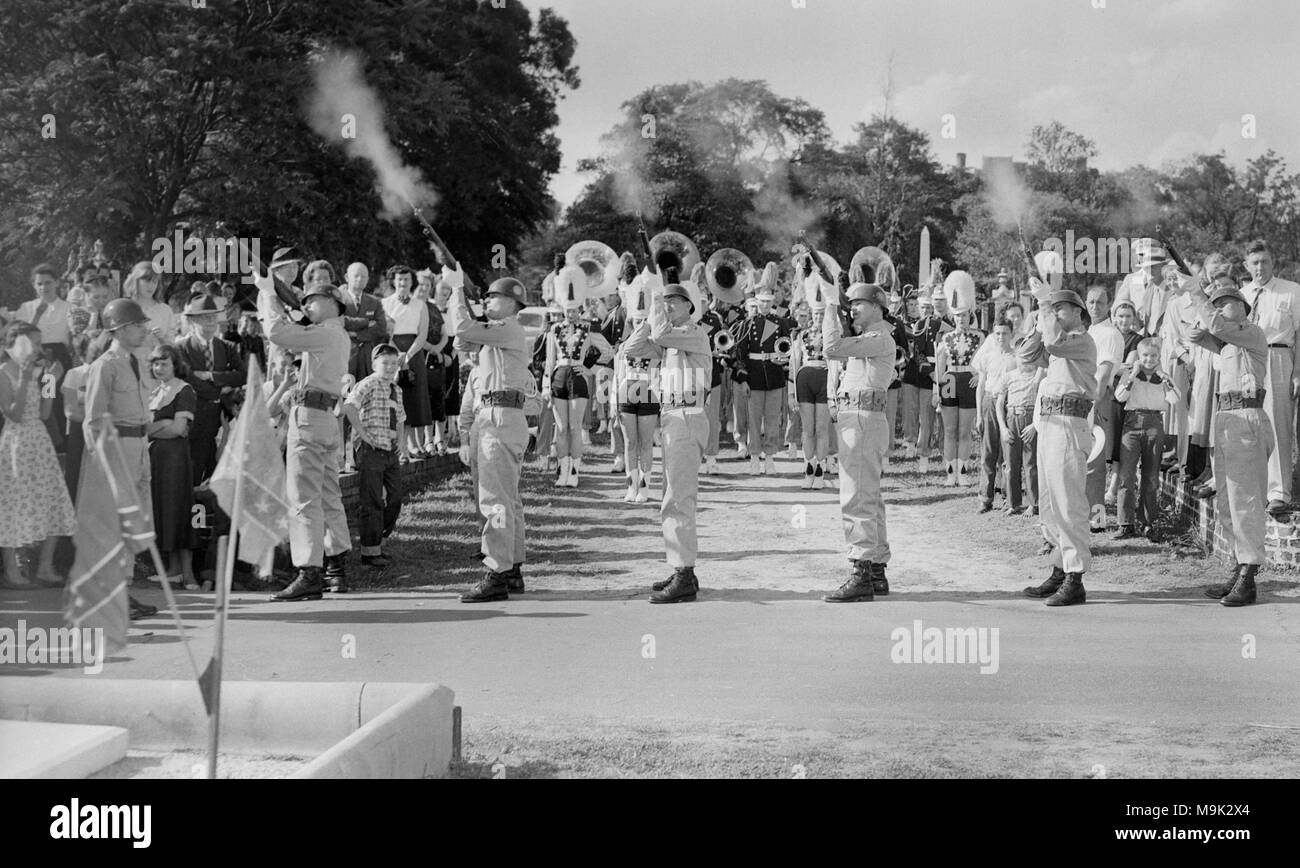 Soldiers shoot a salute at Confederate Memorial Day services in Georgia, ca. 1952. - Stock Image