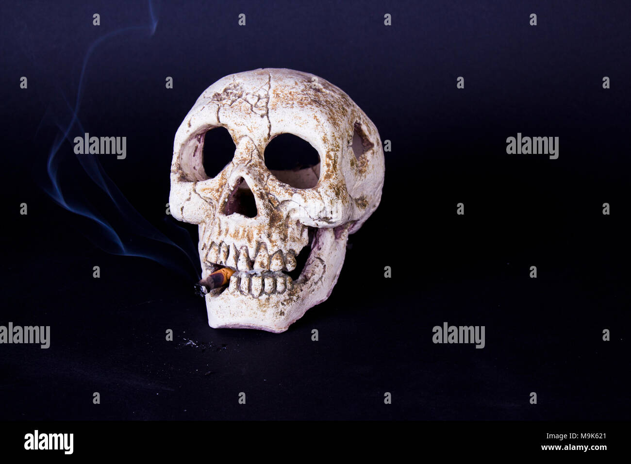skull of a skeleton with burning cigarette analysis