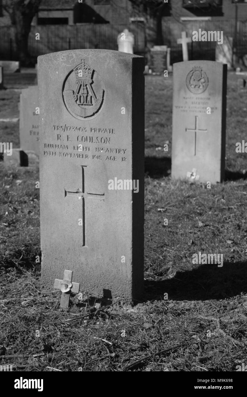 Graves in Manor Road Cemetery, Scarborough - Stock Image