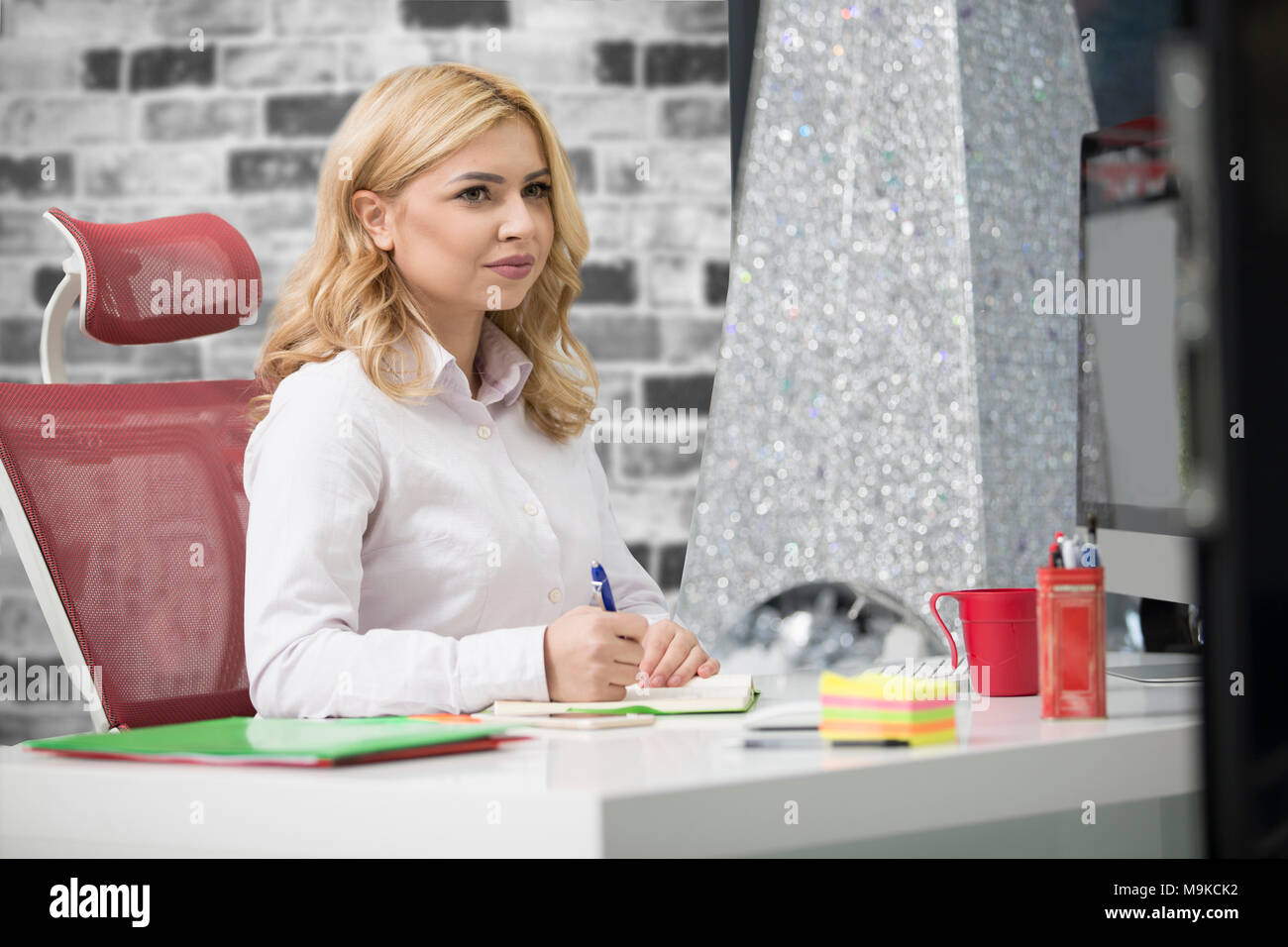 Business and entrepreneurship consept. Beautiful blonde business woman working on laptop - Stock Image