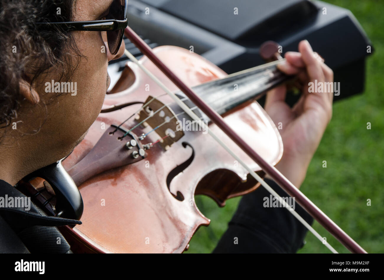 Musician with his violin playing in the street - Stock Image