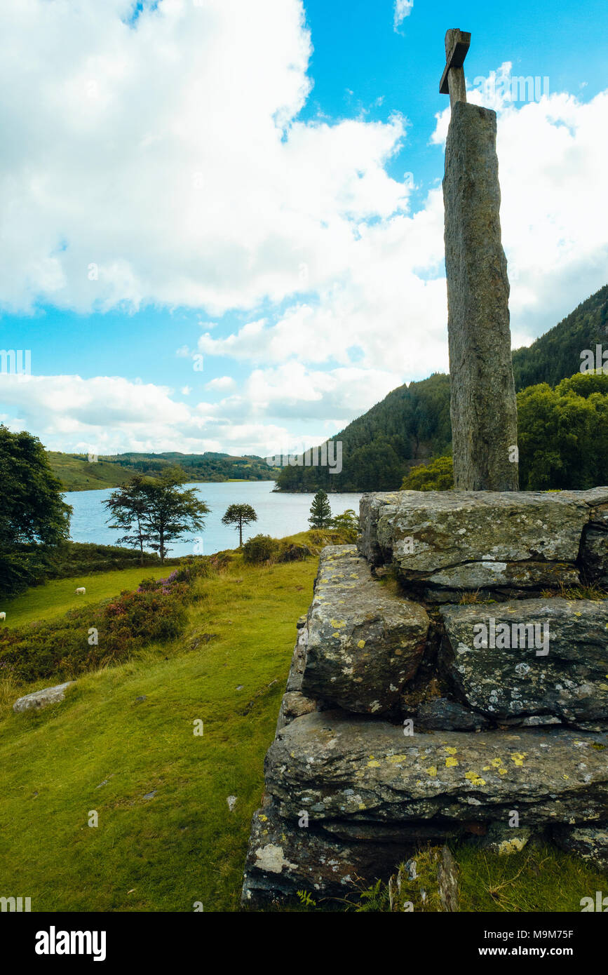 Obelisk overlooking Llyn Geirionydd in Snowdonia National Park, Wales. It commemorates the 6th-century bard Taliesin - Stock Image