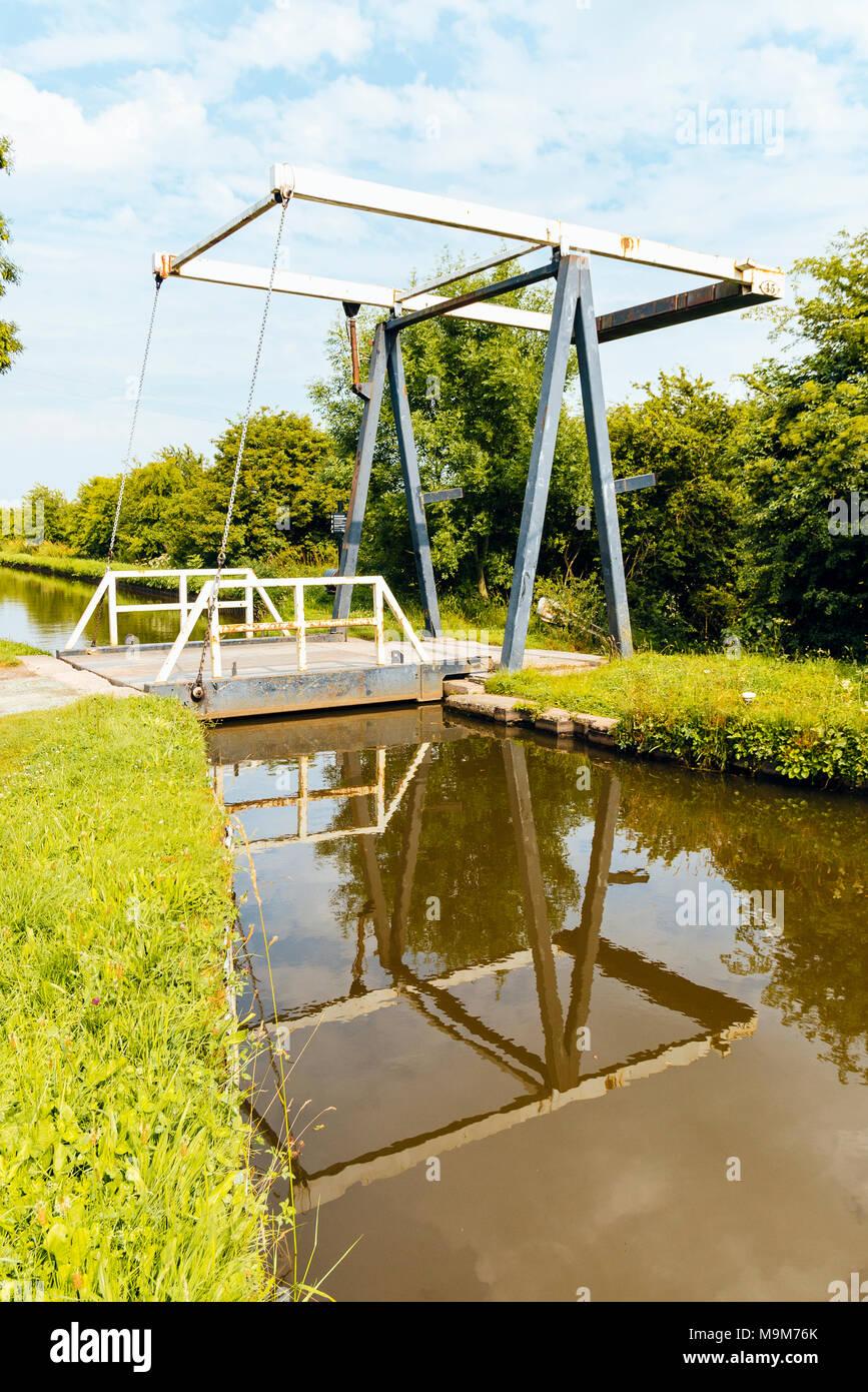 Morris Lift Bridge No 45 on the Llangollen Canal at Whixall, Shropshire Stock Photo