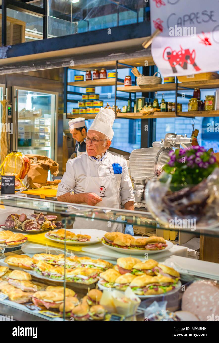 Two Italian men serving sandwiches at Mercato Centrale Roma next to Roma Termini railway station, Rome, Lazio, Italy. - Stock Image