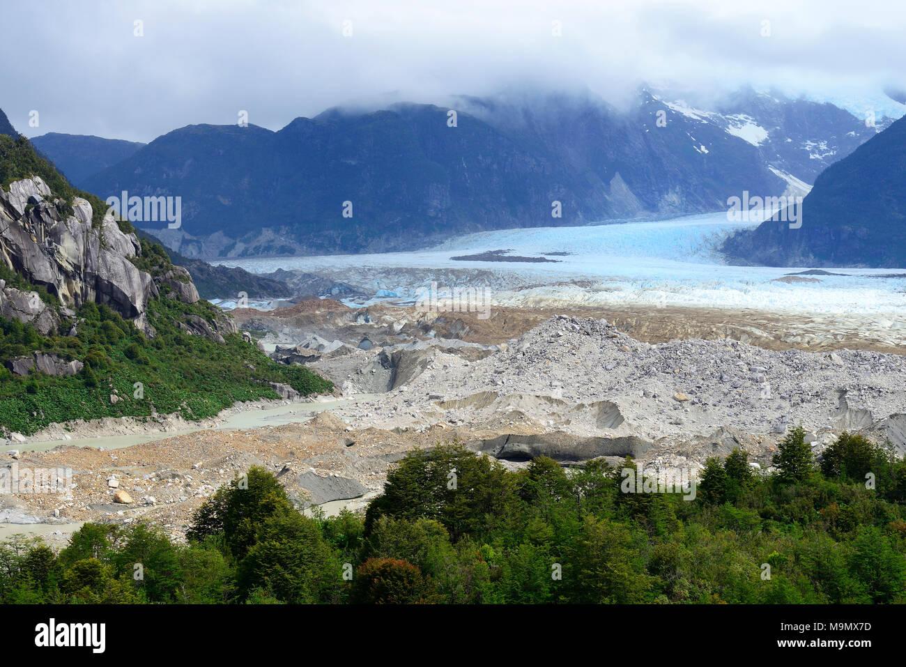Glacier Exploradores with pebbles moraine, Valle Exploradores, near Puerto Rio Tranquilo, Región de Aysén, Chile - Stock Image