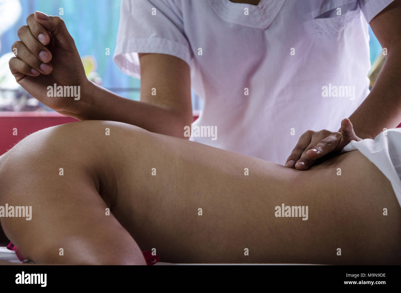 Cosmiatra doing relaxing massages to a patient - Stock Image