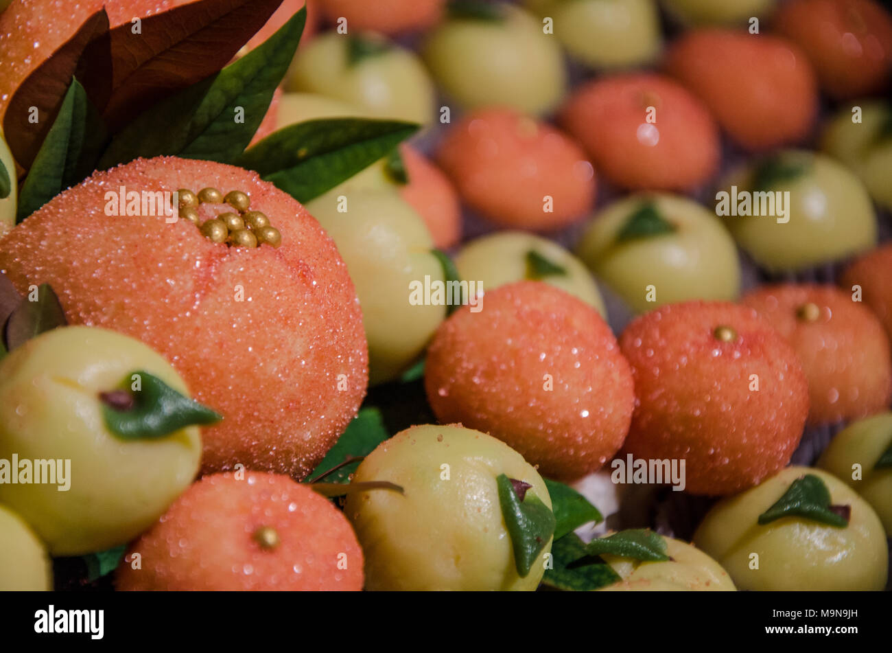 Decorating a candy table at a wedding - Stock Image