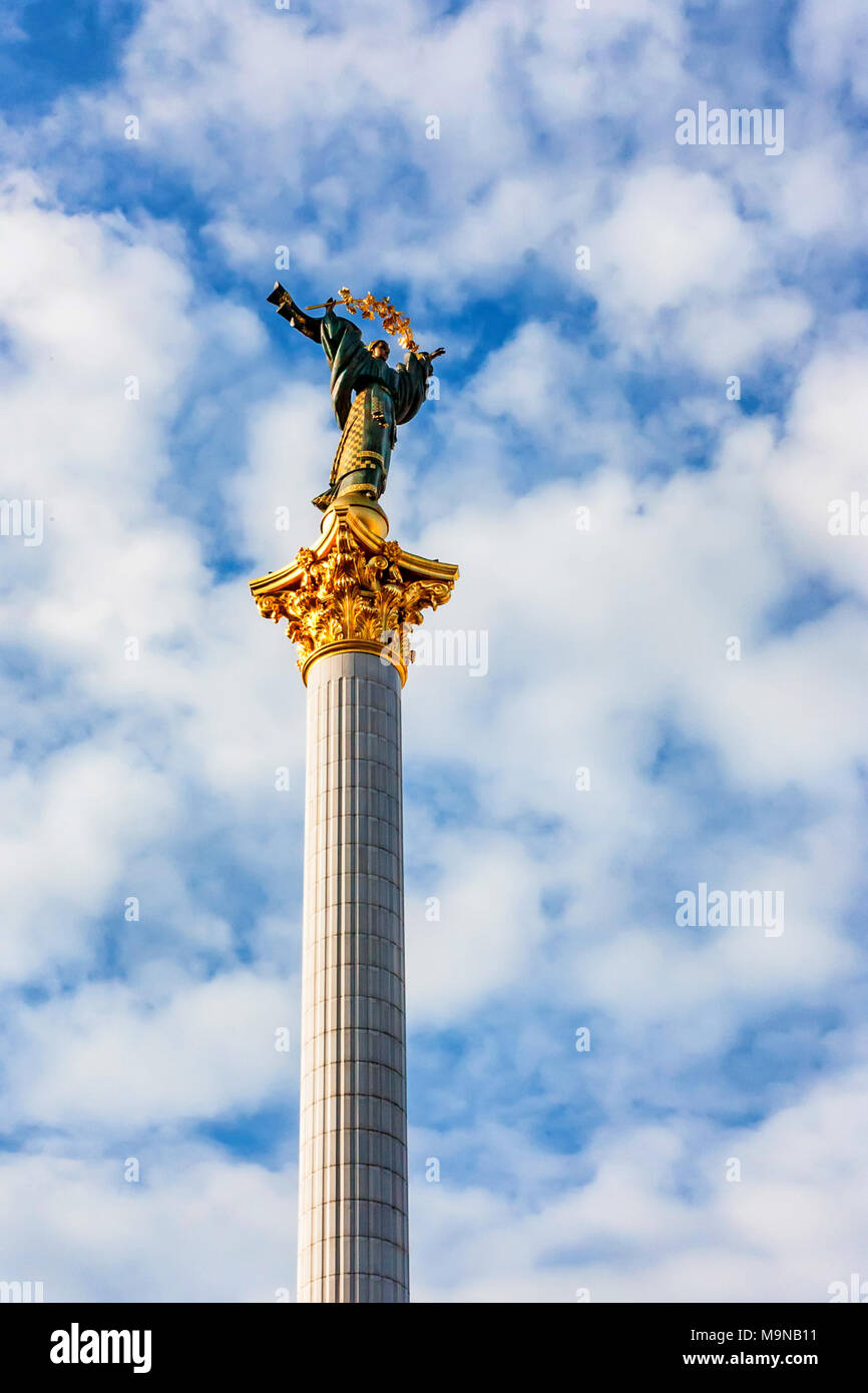 Independence column in Kiev against blue sky - Stock Image