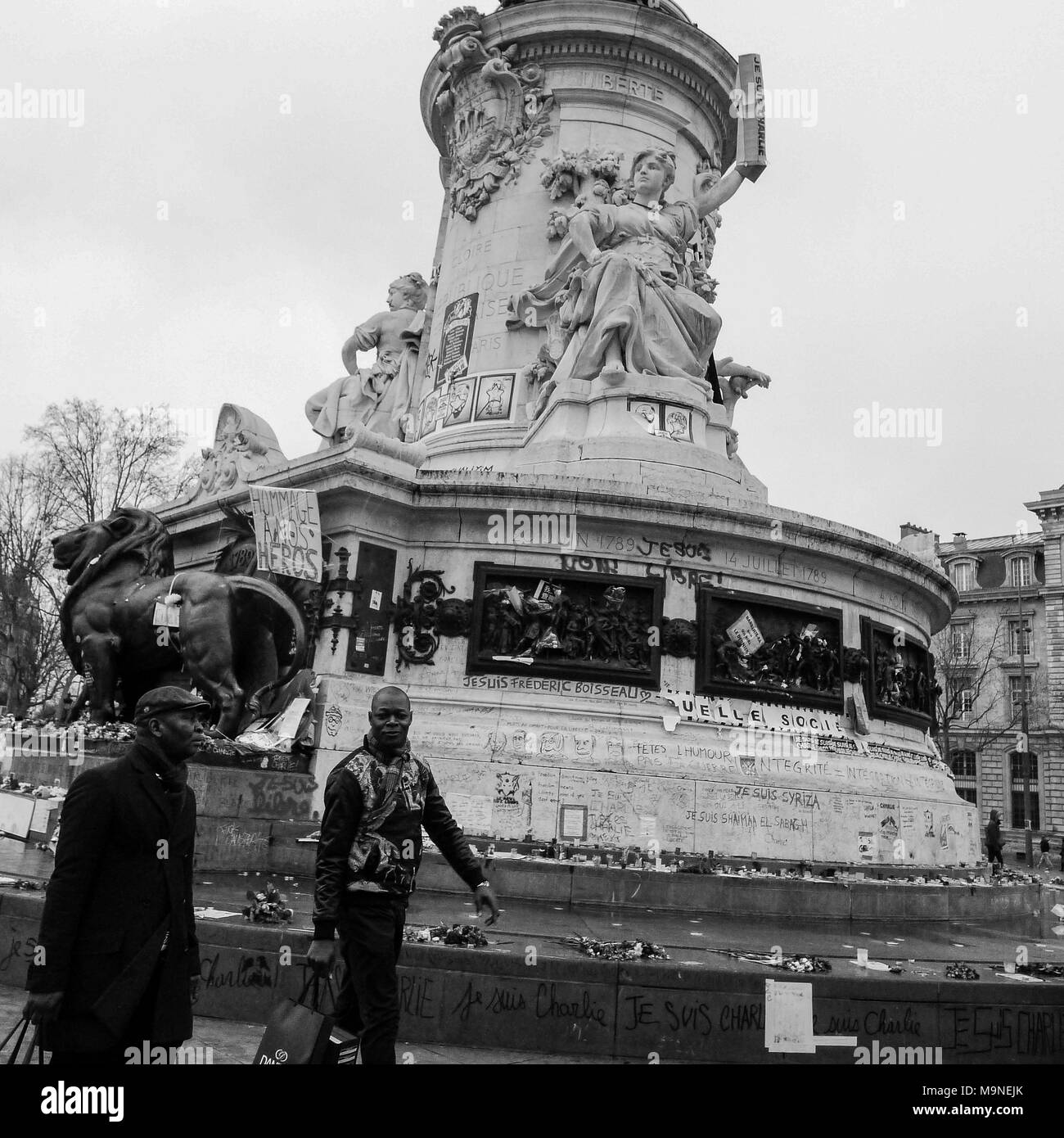 Aftermath of Charlie Terror attacks: people pay homage to the victims, Paris, FranceRepublic square - Stock Image