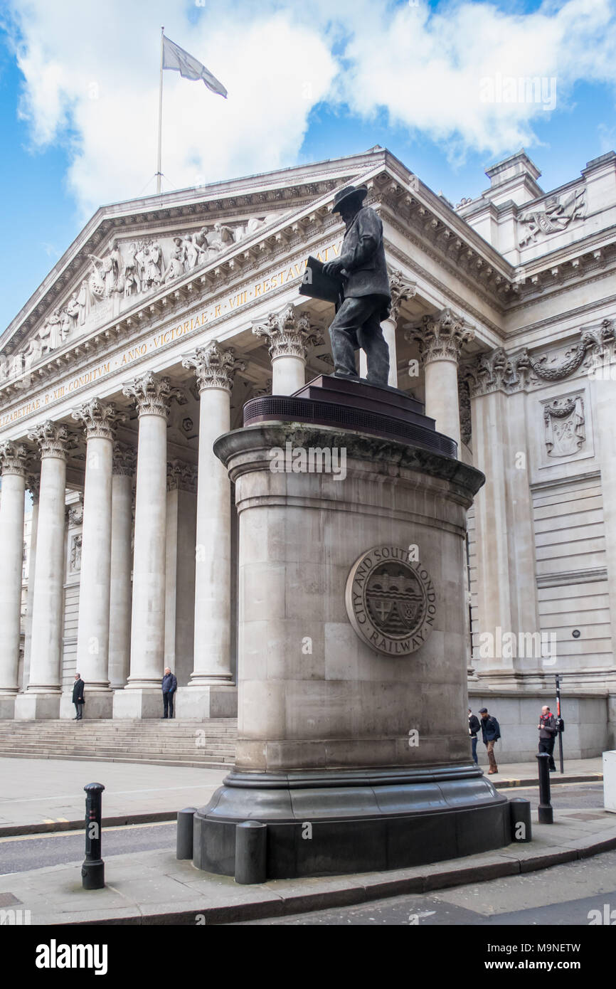 Equestrian statue of the Duke of Wellington, sculpted by Francis Leggatt Chantrey and Herbert William Weekes.  Located at Royal Exchange, London - Stock Image