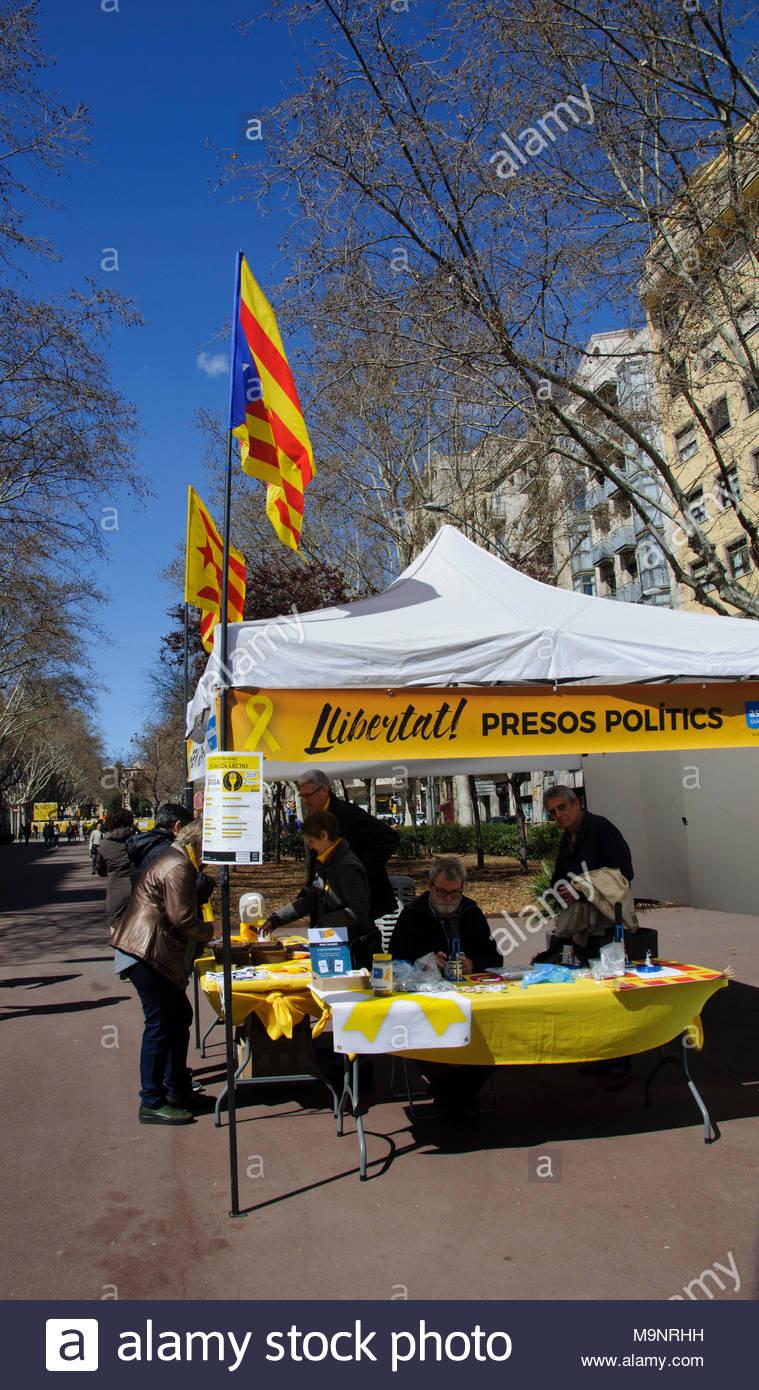 Recaudación de dinero, Barcelona, Paseo de San Juan, Gracia District, España - Stock Image