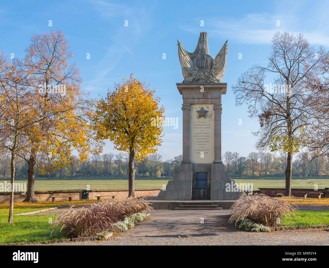 Monument of Encounter, Soviet monument remembering the meeting with American troops in 1945 on the Elbe River in Torgau, Saxony - Stock Image