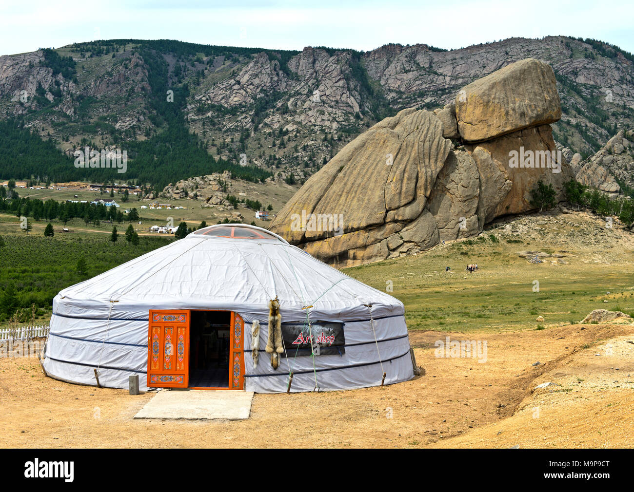 Yurt in front of the rock formation turtle, Melkhii Khad, Gorchi-Tereldsch National Park, Tereldsch, Mongolia - Stock Image