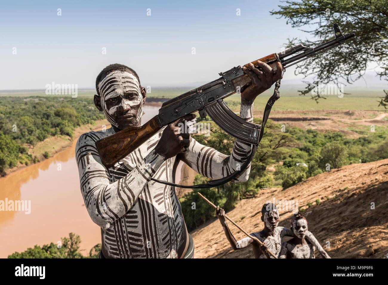 Warrior with rifle, Kalashnikov, AK47, Karo tribe, back Grandma River, Southern Nations Nationalities and Peoples' Region - Stock Image