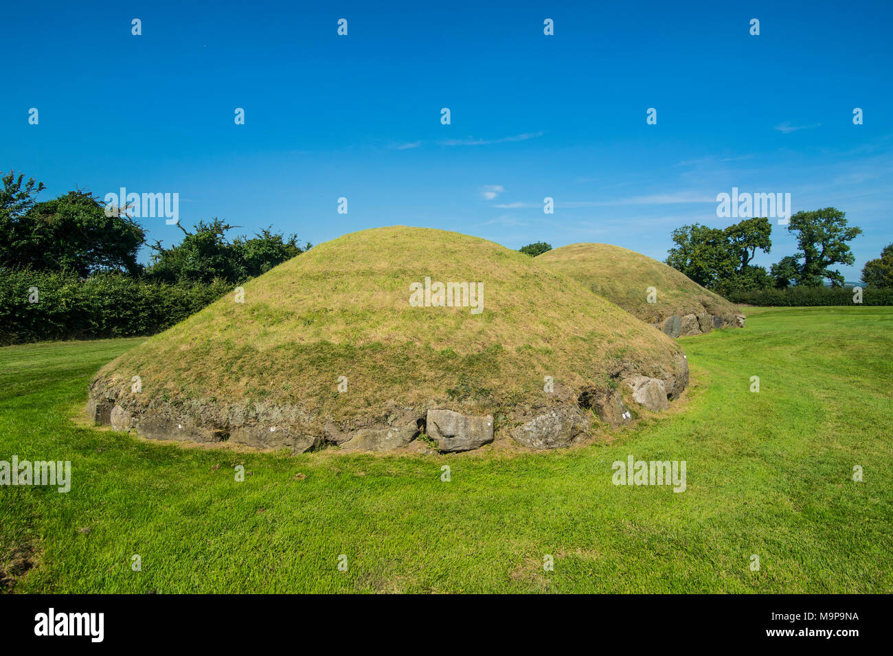 Neolithic passage grave, Knowth,Unesco world heritage sight, prehstoric Bru na Boinne, Donore, County Meath, Ireland Stock Photo