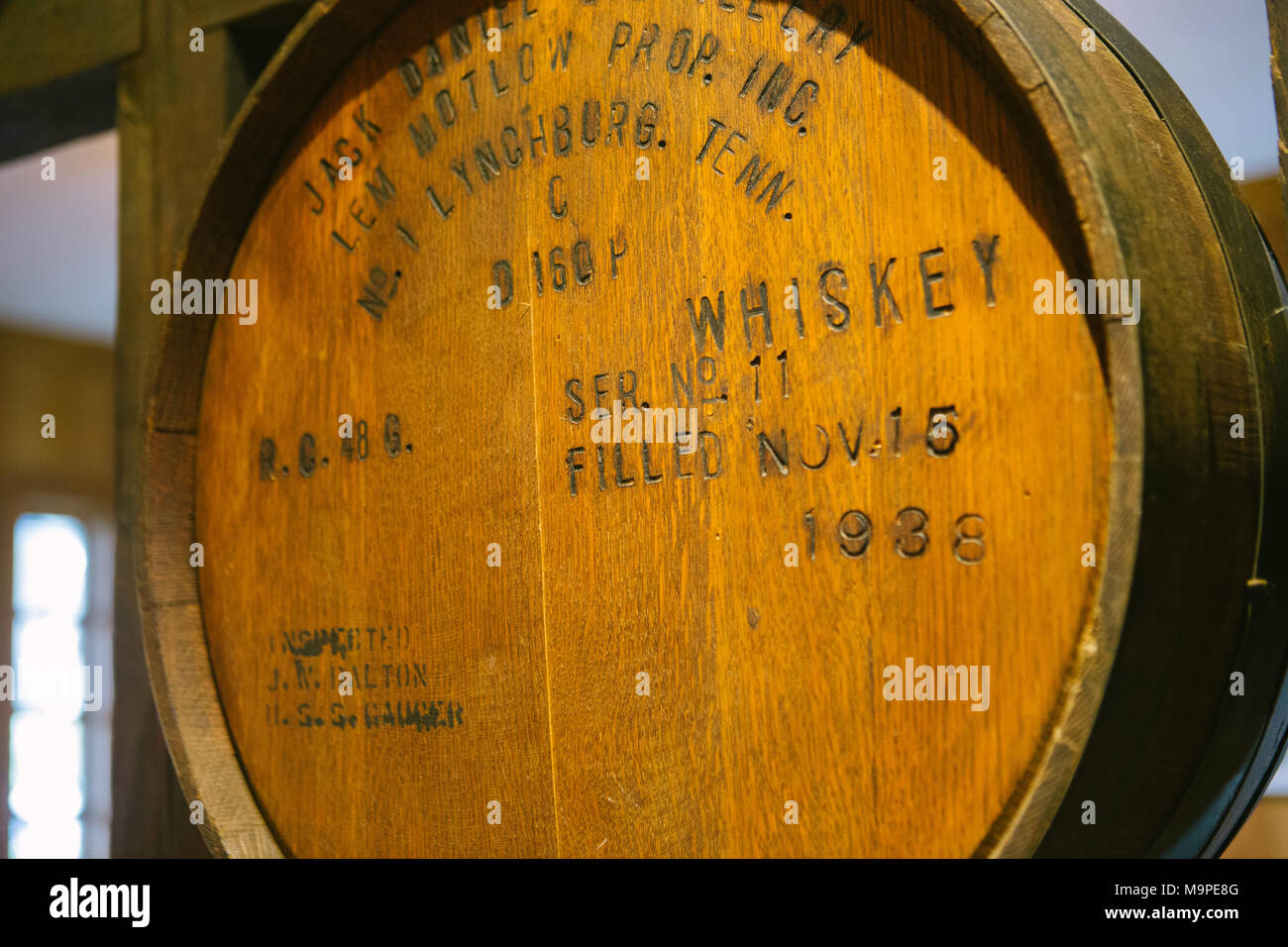 23 Febuary 2018, USA, Lynchburg: A whiskey barrel in the visitor's centre of the Jack Daniel's distillery. Photo: Repro: Kyle Dean Reinford/Jack Daniel's/dpa/dpa - Stock Image
