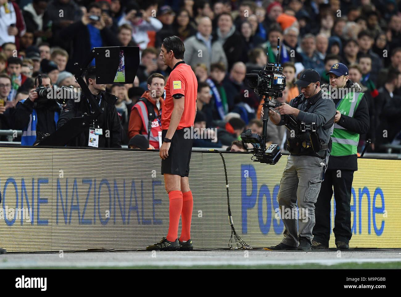 Referee Deniz Aytekin (GER) consults the Video Assistant