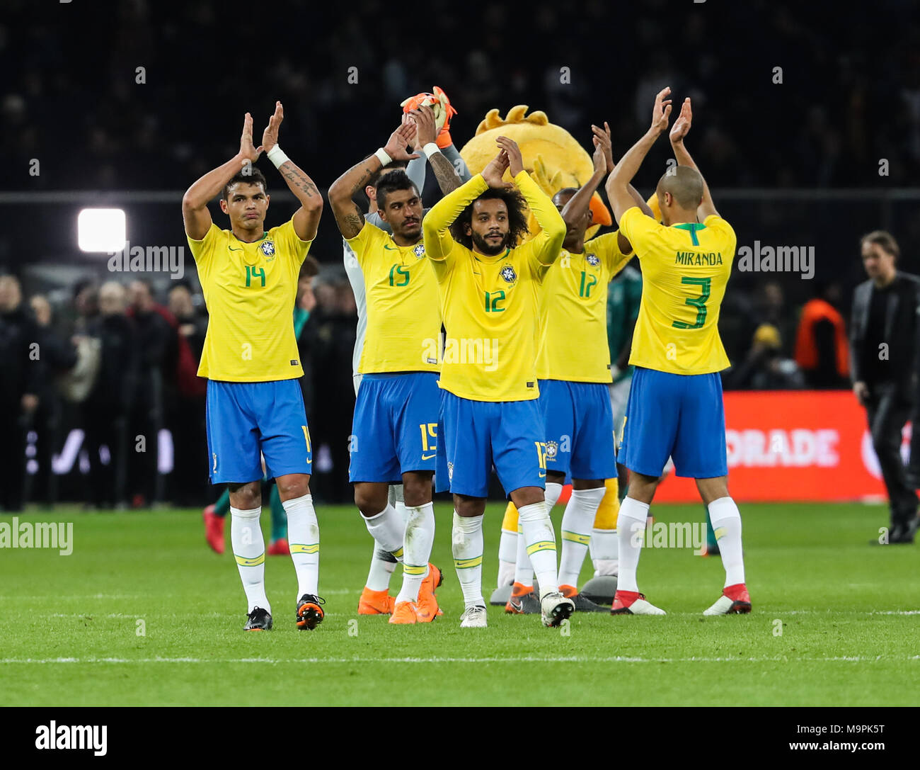 Berlin germany 27th mar 2018 brazils players greet the brazils players greet the audiences after a friendly match between germany and brazil in berlin capital of germany on march 27 2018 brazil won 1 0 m4hsunfo