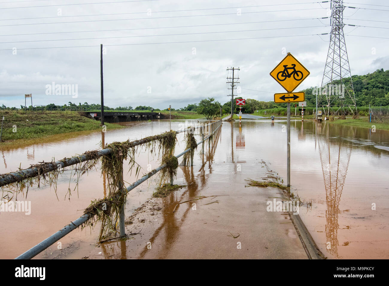 Queensland, Australia. 27th Mar, 2018. The aftermath of cyclone Nora has brought floods and cut off roads in Far North Queensland. Here is Redlynch, a suburb of Cairns on 27th March 2018, FNQ, QLD, Australia Credit: Genevieve Vallee/Alamy Live News - Stock Image