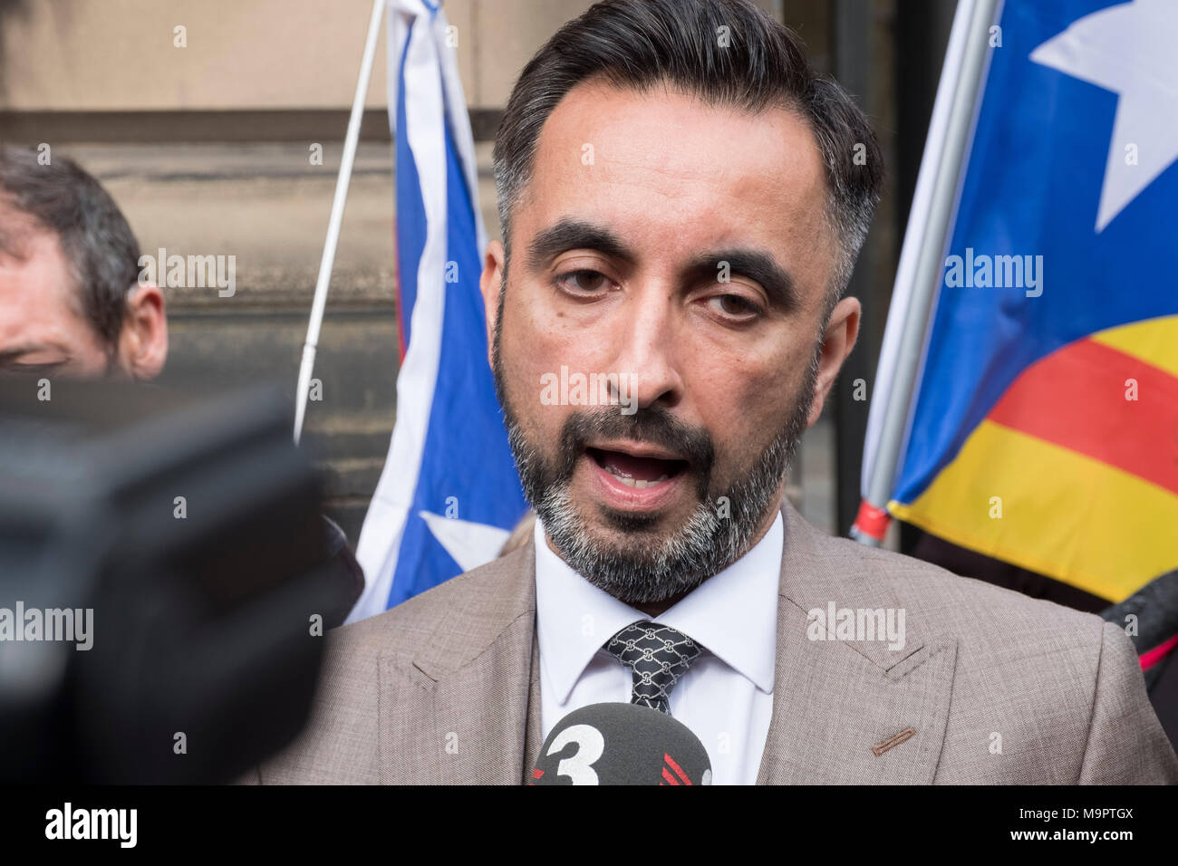 Edinburgh, Scotland,UK. 28 March 2018. Aamer Anwar , lawyer acting for Clara Ponsati Catalonia former Education Minister, talks to the press outside Edinburgh Sheriff Court had of her hearing . She face extradition to Spain. Credit: Iain Masterton/Alamy Live News - Stock Image