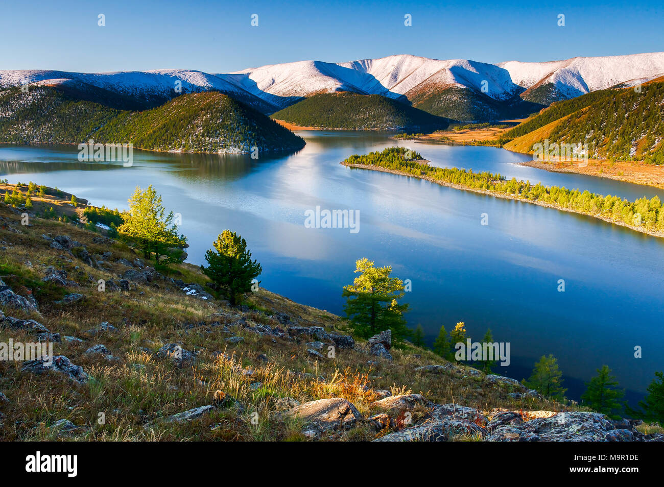 Lake Shireet with snow-covered mountains, Mongolia - Stock Image
