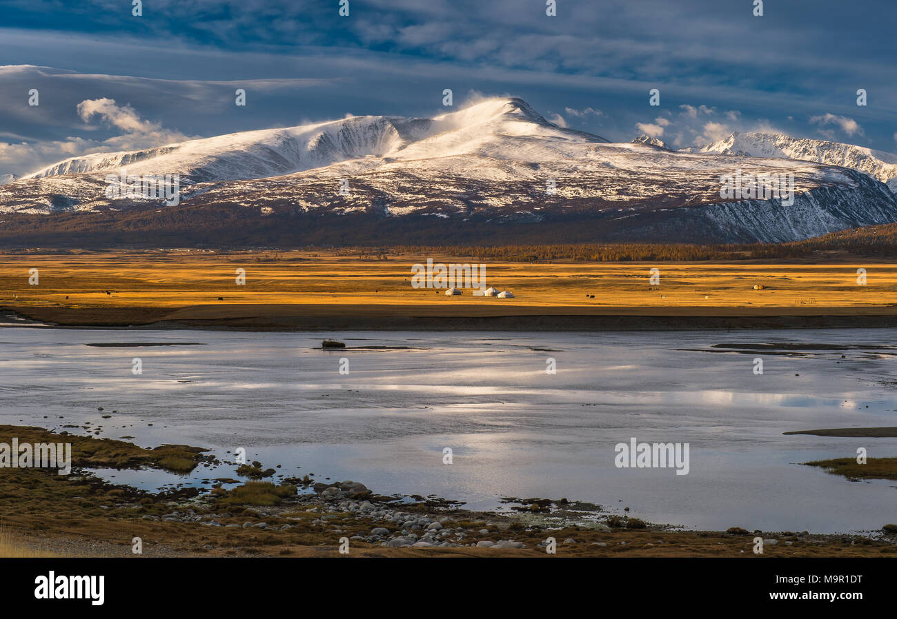 Khurgan Lake with snow-covered mountains in the back, Mongolia - Stock Image