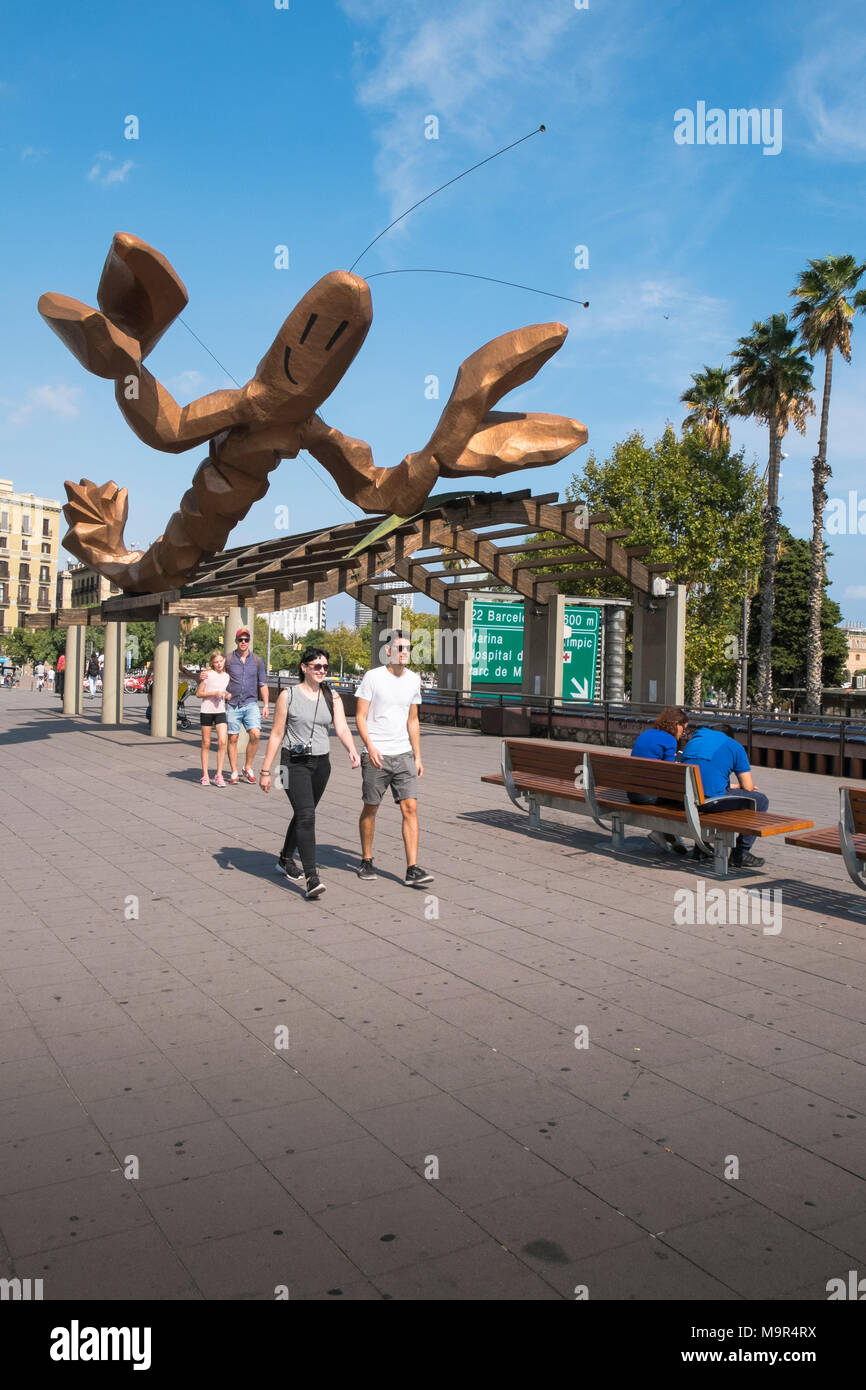 'La Gamba' by  Javier Mariscal, prawn/lobster statue appears to threaten unsuspecting passers-by on the Passeig de Colom in Barcelona, Spain - Stock Image